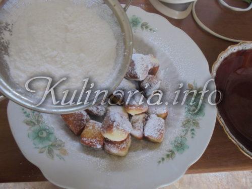 Пышки с сахарной пудрой