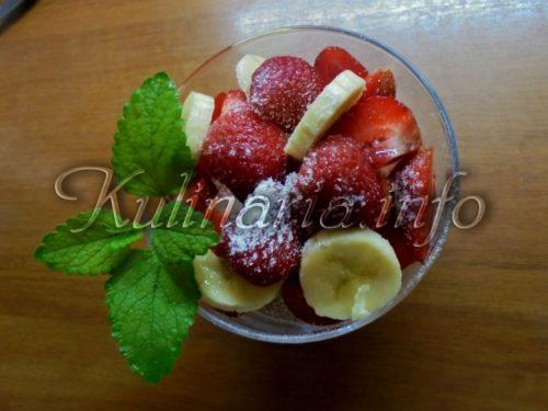 десерт с клубники и банана