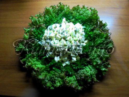 салат из курицы и листьев салата