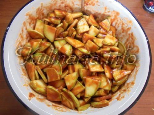 кабачки в томатном соусе с чесноком