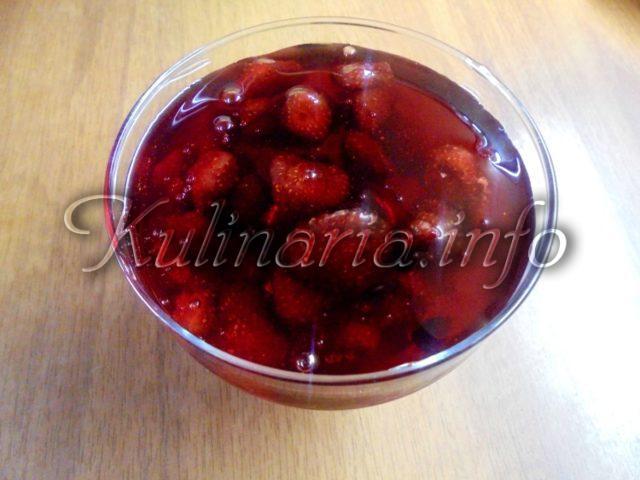 ваенье клубничное с целыми ягодами