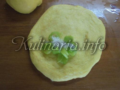 пирожки с ревенем из дрожжевого теста