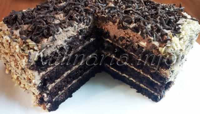 Шоколадно-кофейный торт в разрезе