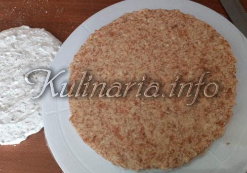 выравнивание крема на ореховый корж для торта рахат